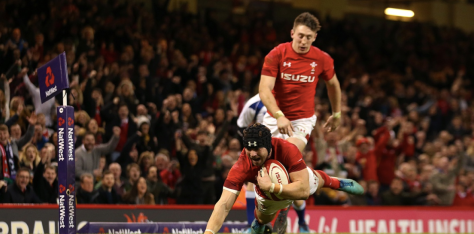 Leigh Halfpenny diving for the try line to score against Scotland in Six Nations 2018